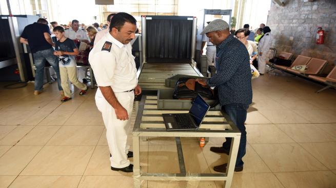 اجراءات التأمين بمطار القاهرة