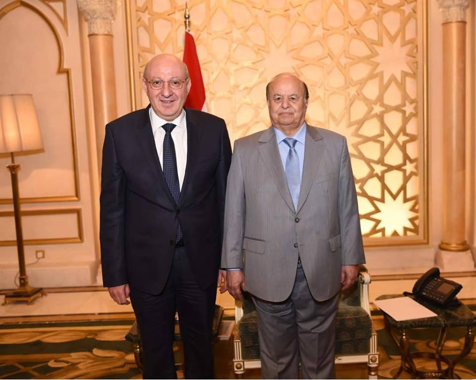 سفير مصر والرئيس اليمين