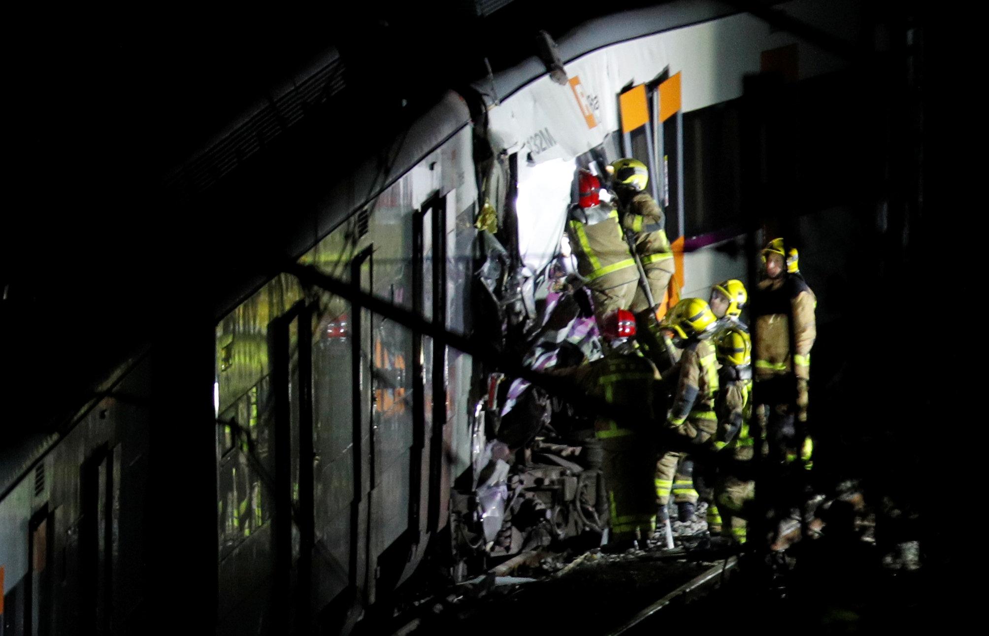 306813-حادث-تصادم-قطارين-بإسبانيا-(5)