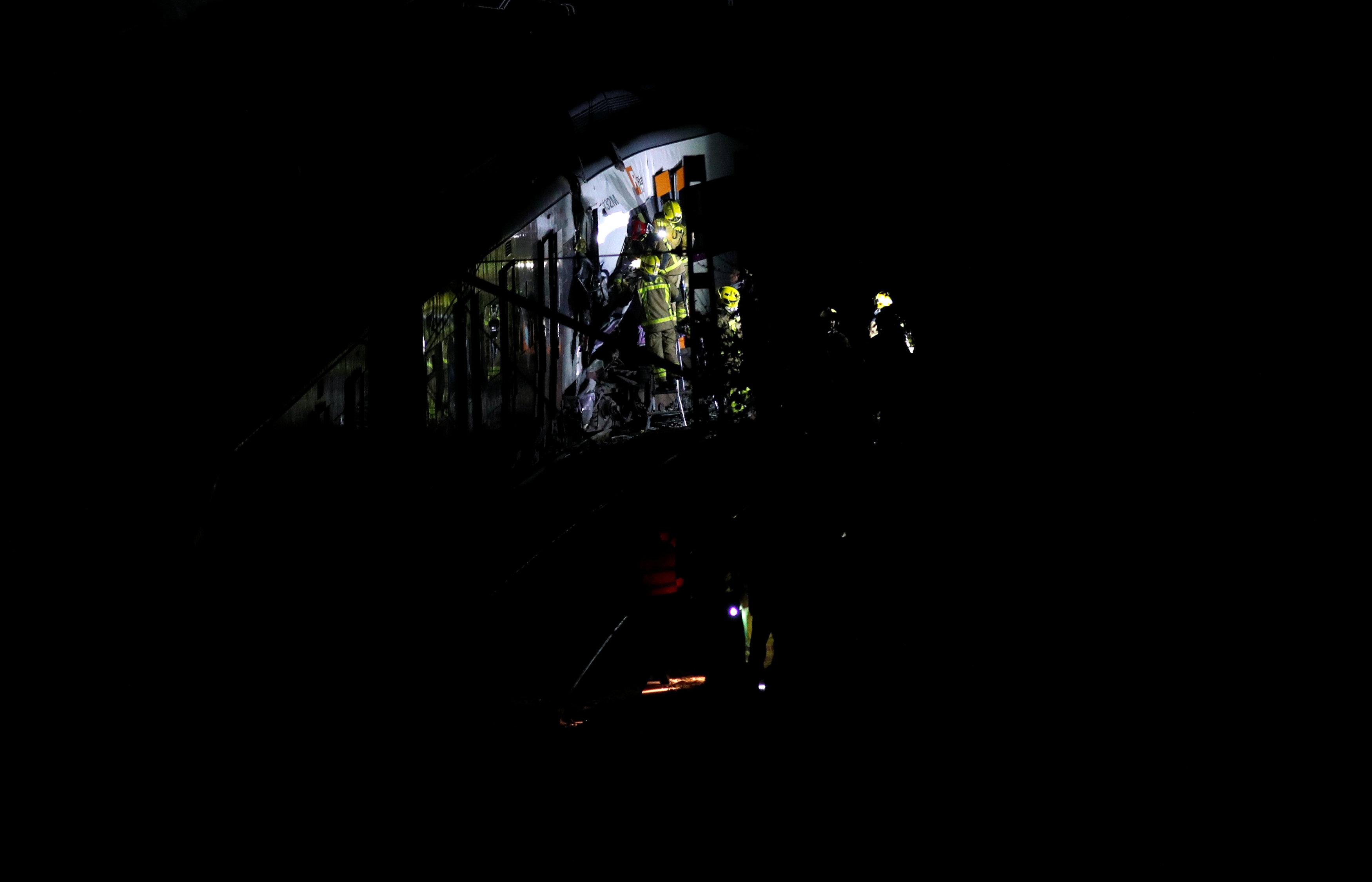 341289-حادث-تصادم-قطارين-بإسبانيا-(6)