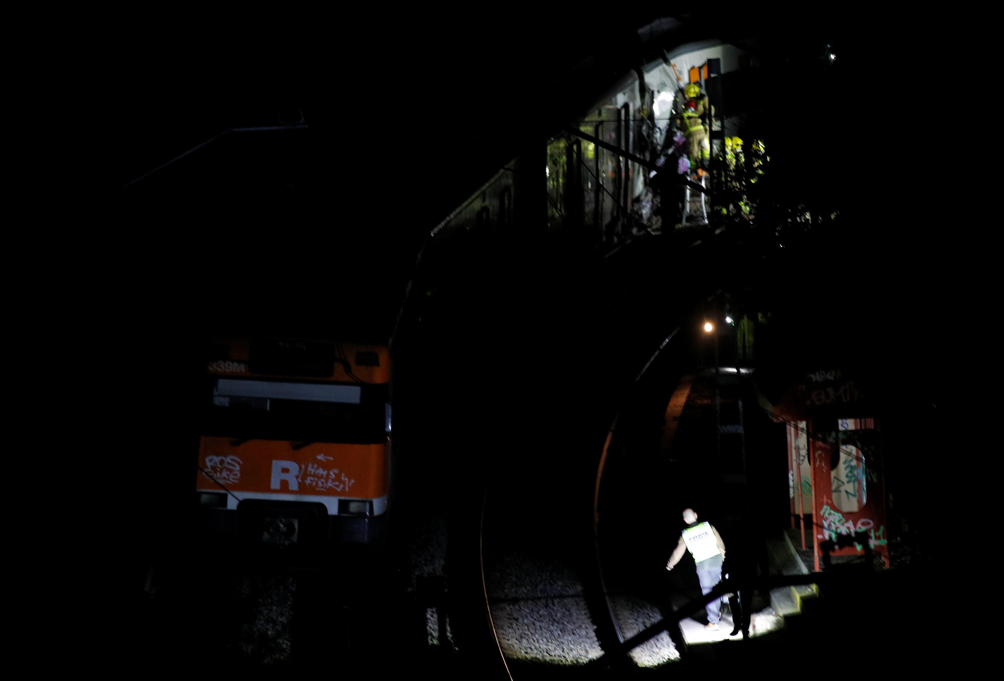 458840-حادث-تصادم-قطارين-بإسبانيا-(7)