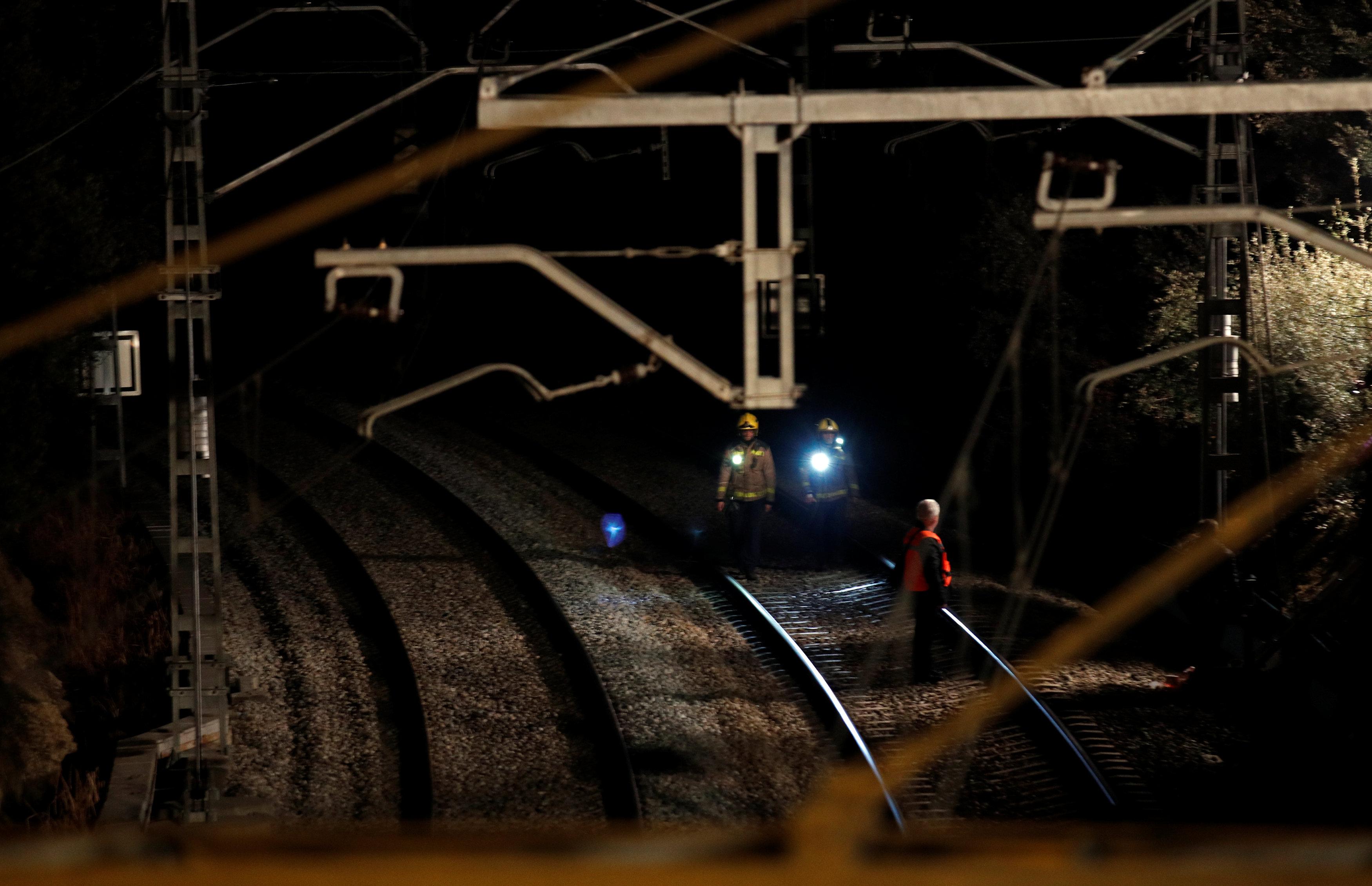 921615-حادث-تصادم-قطارين-بإسبانيا-(1)
