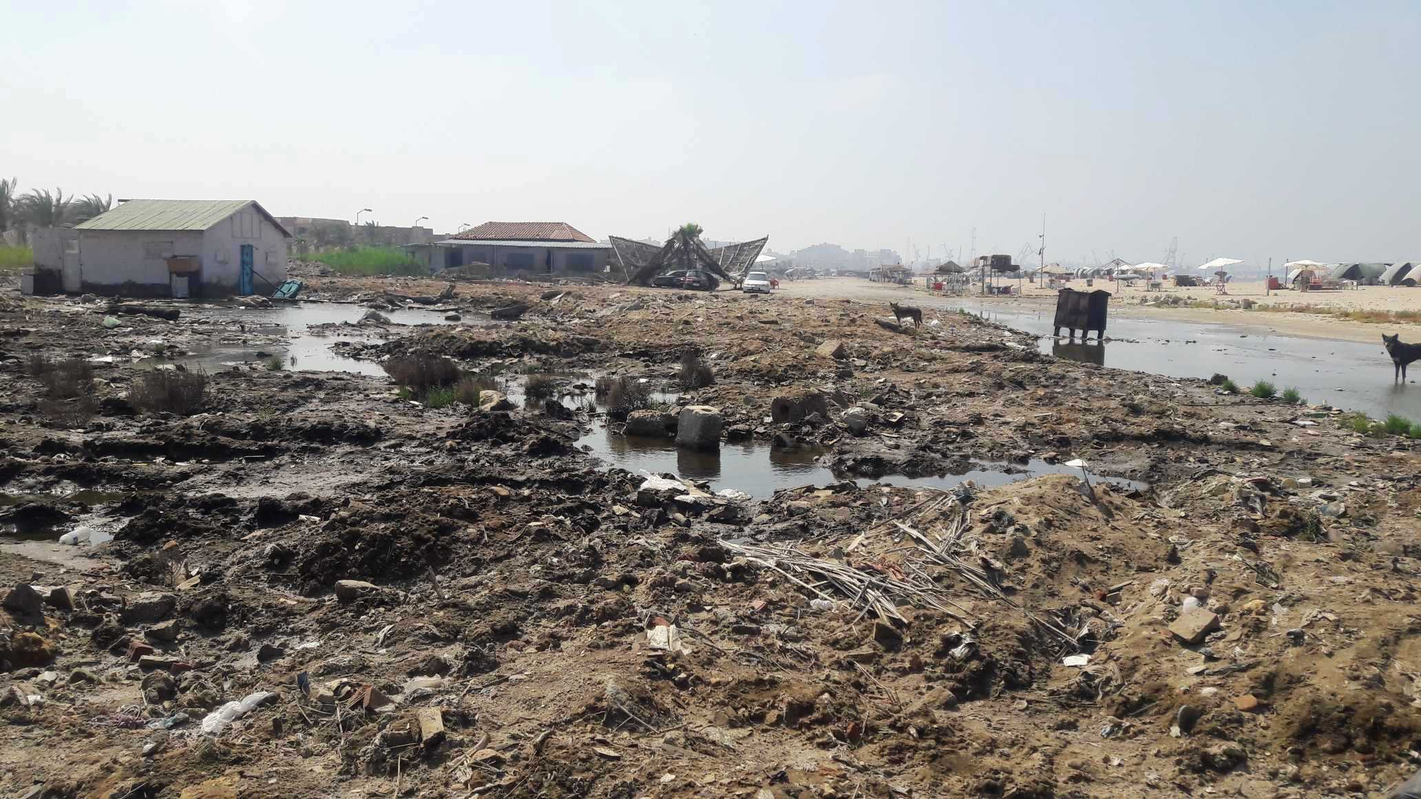 أضبط مخالفة  كارثة  مياه المجارى تصب فى شاطئ بورفؤاد ...  (6)