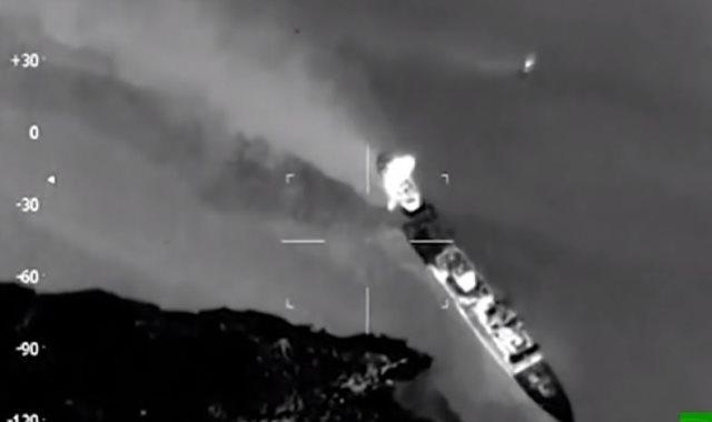 لحظة تصادم سفينة نفط وفرقاطة قبالة النرويج