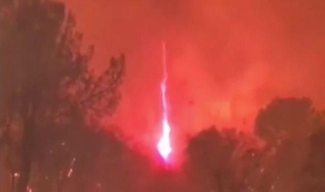جانب من حرائق الغابات بكاليفورنيا
