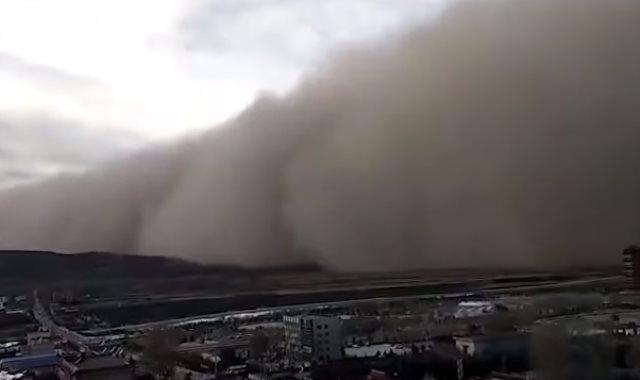 عاصفة رملية