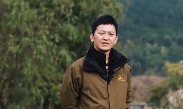 مزارع صينى يحلق بطائرة يدوية