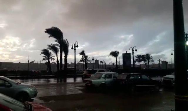 أمطار غزيرة وطقس غير مستقر يضرب الإسكندرية