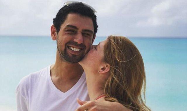 ابنة بيل جيتس مع حبيبها المصرى على الشاطىء بالمايوه