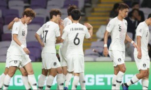 منتخب كوريا الجنوبية يحتفل بالهدف