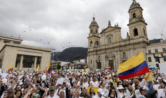 مسيرة ضد العنف فى كولومبيا
