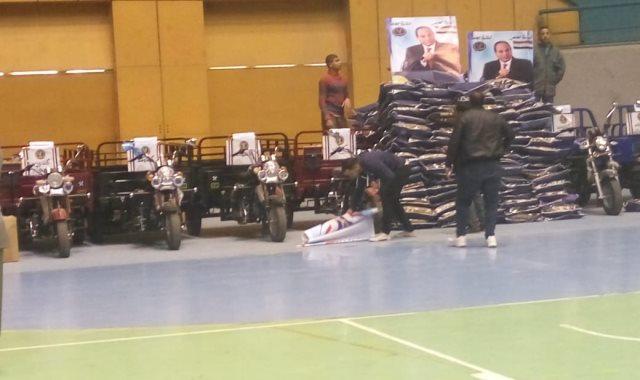 جانب من احتفالية وزارة الداخلية لتقديم المساعدات الإنسانية لأسر المسجونين
