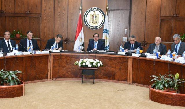 وزير البترول يناشد مسؤولي الشركات بمواصلة اكتشاف الآبار
