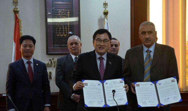 محافظ الأقصر يشهد مراسم توقيع خطاب نوايا مع مدينة جيونج جو الكورية