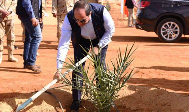 الرئيس يتفقد المشروعات التنموية فى توشكى