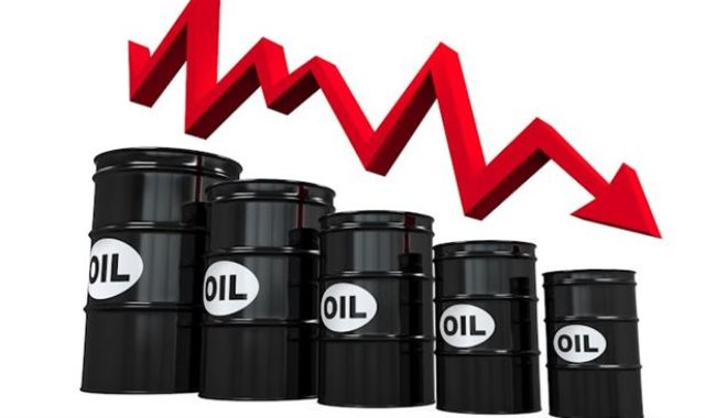 انخفاض أسعار النفط العالمية