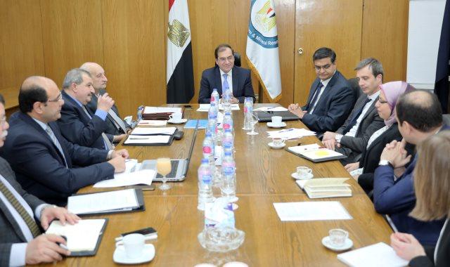 وزير البترول يلتقي ممثلي البنك الدولي