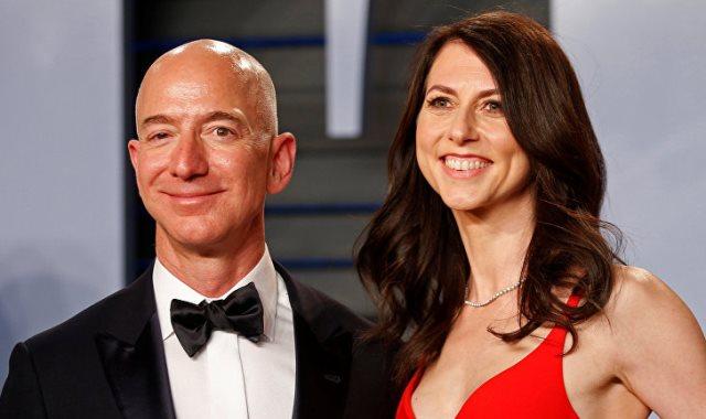 جيف بيزوس رئيس أمازون وزوجته ماكينزي