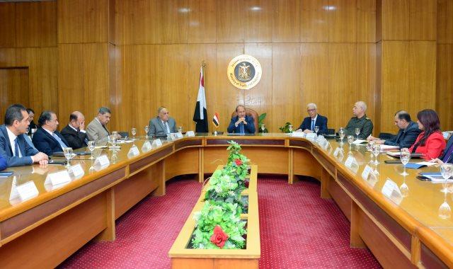 عمرو نصار خلال ترأسه للاجتماع