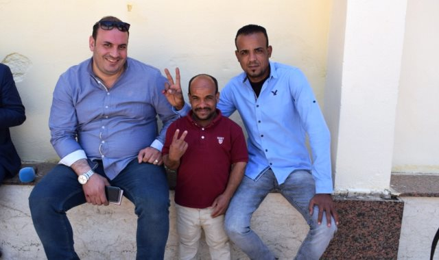 سعيد الأسطورة أشهر قزم بالأقصر يدلى بصوته في الاستفتاء