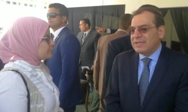 المهندس طارق الملا وزير البترول والزميلة مروة الغول