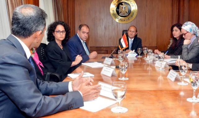 وزير التجارة خلال لقائه مع ممثلي مؤسسة التمويل الدولية