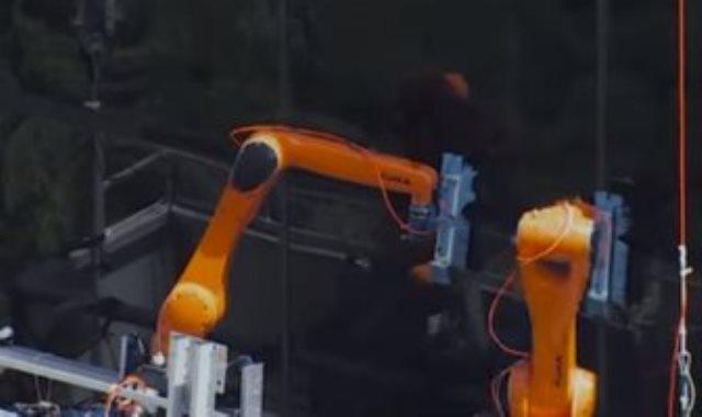الروبوت ينظف زجاج ناطحة السحاب