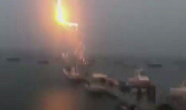 البرق يصيب القوارب