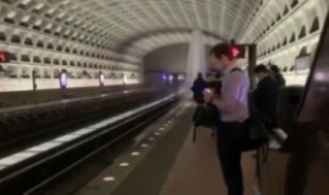 مياة الأمطار تحول مترو فيرجينيا لشلالات