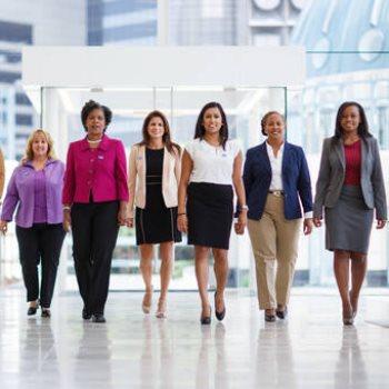برنامج إعداد القيادات النسائية