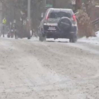 الثلوج تشل الحركة المرورية بنيويورك