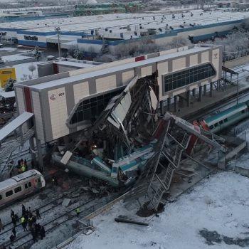 حادث اصطدام قطارين في العاصمة التركية أنقرة