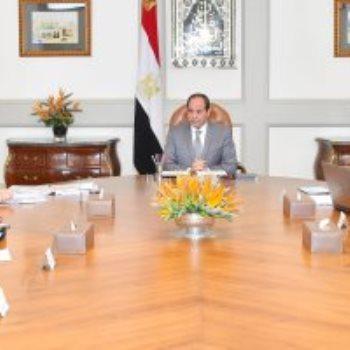 السيسي يجتمع مع وزير قطاع الأعمال