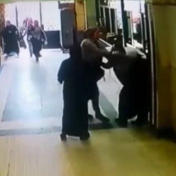 موظفة تضرب زميلتها