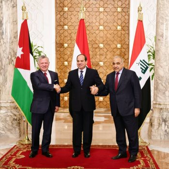الرئيس السيسي والعاهل الأردنى ورئيس وزراء العراق