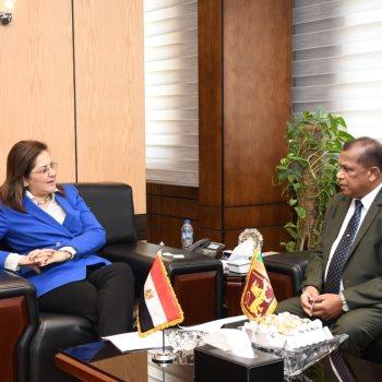 هالة السعيد مع وزير الإدارة العامة السيريلانكى