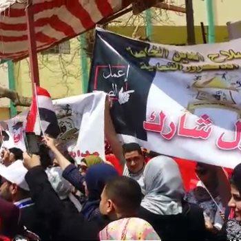 توافد المواطنين على لجان الاستفتاء