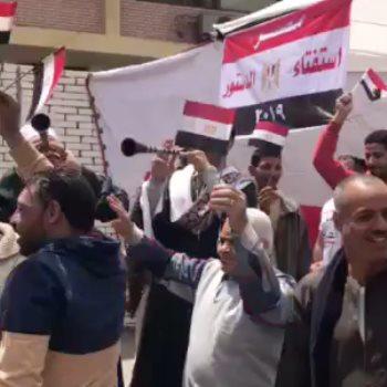 المشاركون فى الاستفتاء