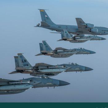 """طائرات """"إف 15 سى"""" تحلق فوق الخليج العربى"""
