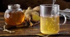 العسل بالماء الدافئ