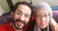 أحمد حلمي ووالدته