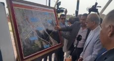 رئيس الوزراء يتفقد محور طريق بحيرة الصيادين