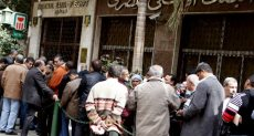 المصريون يتعاملون مع البنوك