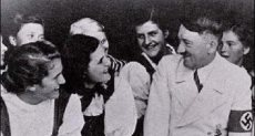هتلر مع المعجبات