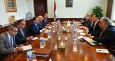 وزير البترول طارق الملا ووزير الطاقة القبرصى خلال المباحثات