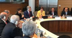 الوزير محمد عرفان مع قيادات البنك الدولي