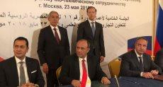 وزير الصناعة خلال توقيع الإتفاق