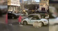 فتاة تحطم سيارة