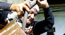 عم أحمد70 عاما فى صناعة العروسة