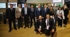 فريق اتصالات مصر داخل جناح الشركة بمعرض Cairo ICT
